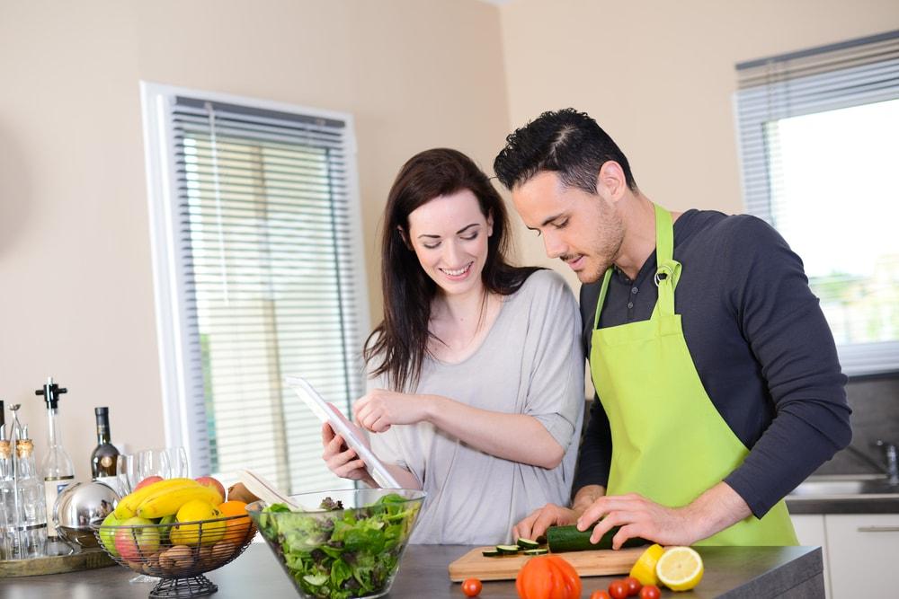 カップルの絆を深める秘訣は「一緒に料理をする事」だった!のサムネイル画像