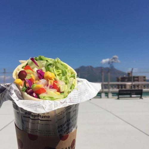 手軽で食べやすい♡今大人気の《美味しいブリトー屋さん3選》!のサムネイル画像