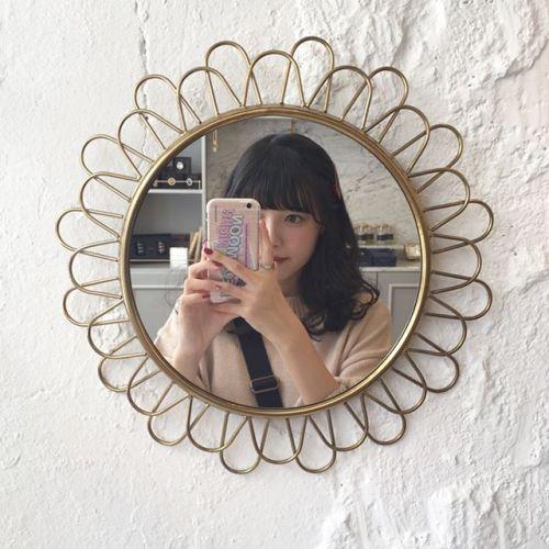 インスタ女子の【鏡越しに映るiPhoneケース】大追跡してみた♡のサムネイル画像
