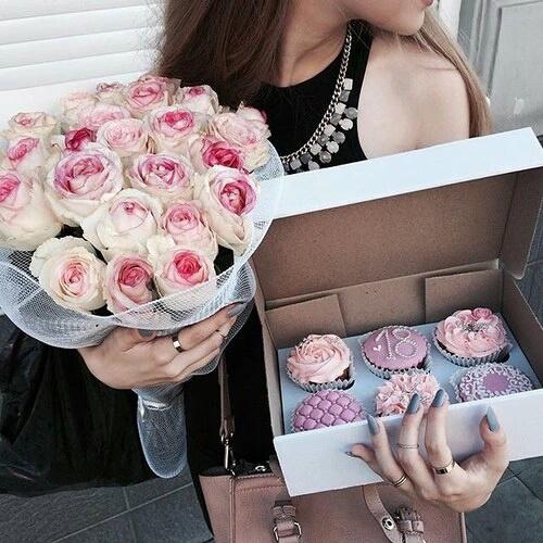 【誕生日にお花を♪】一年に一度の日には素敵なお花を抱いてのサムネイル画像