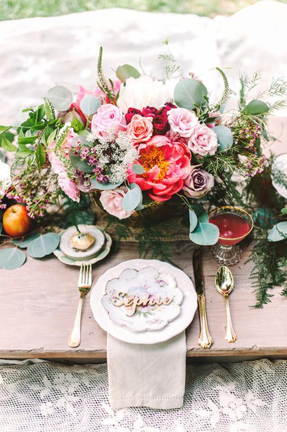 結婚式に必須♡会場装花の基礎知識&色別のデコレーションアイディアのサムネイル画像