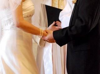 結婚式にお呼ばれ!マナー違反にならない素敵な黒ワンピーススタイルのサムネイル画像