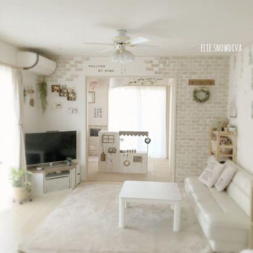 【コーデもメイクもOK…お部屋は?】コスパ最高《100均壁紙》で、お部屋も春らしく♡のサムネイル画像