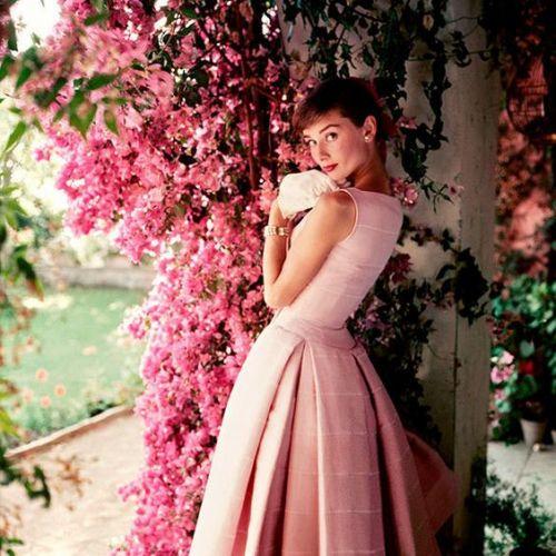 永遠の憧れ♡《オードリー・ヘップバーン》に学ぶ素敵女子になる秘密のサムネイル画像