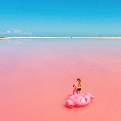 ピンクの海がメキシコにある♡フォトジェニックすぎるスポット!のサムネイル画像