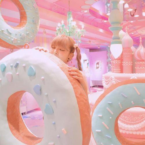 """ハンバーガーショップに現れたフォトジェニックな""""〇〇""""が今話題♡のサムネイル画像"""