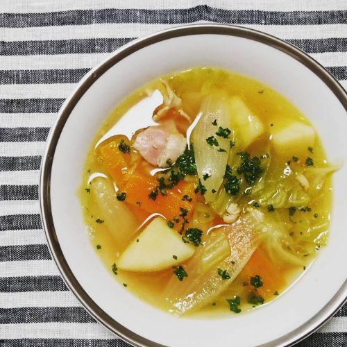 温まりながら綺麗になる♡冬に飲みたい【簡単野菜スープの作り方】!のサムネイル画像