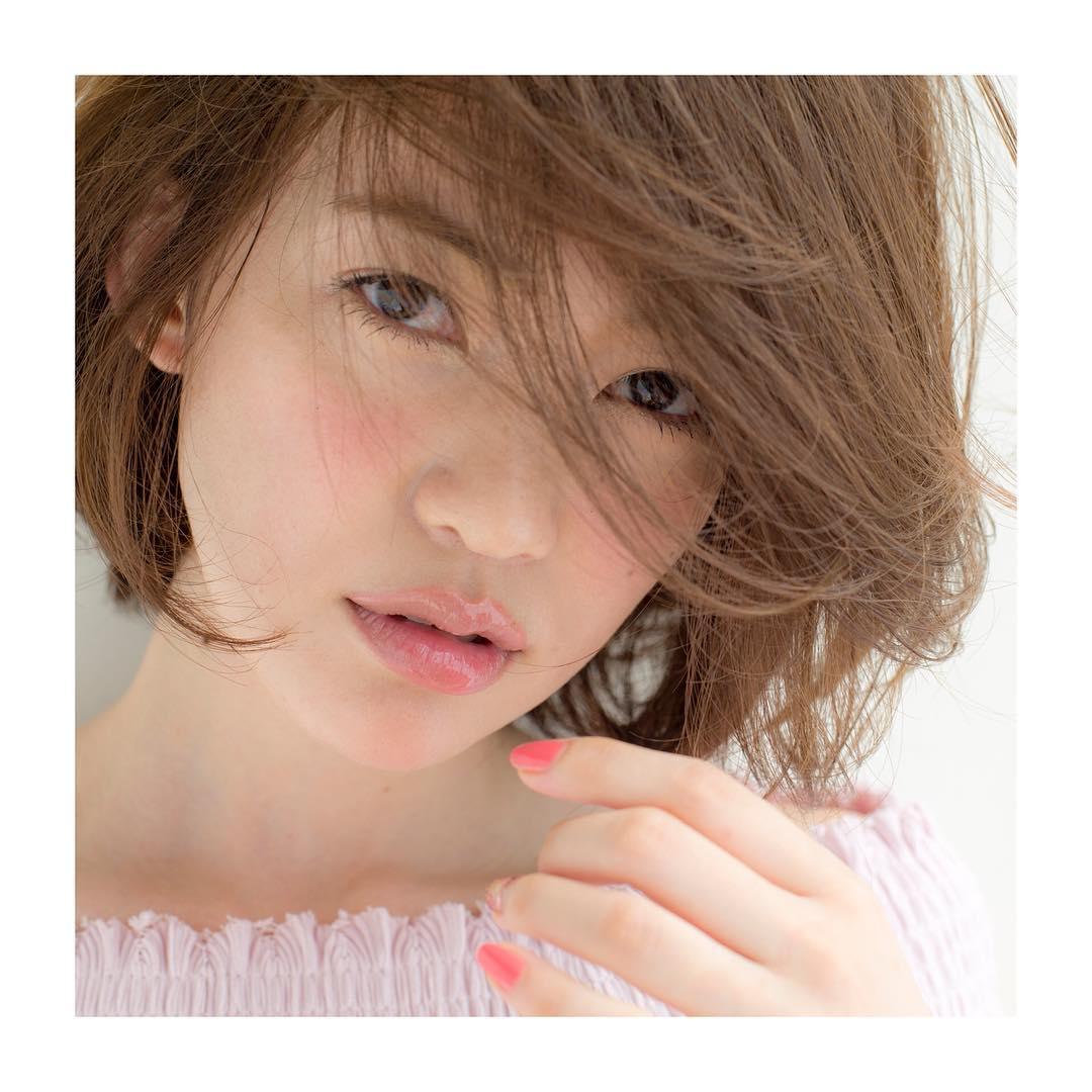 【巻き方完全攻略!】コテで作るゆるふわ色っぽショートヘア♡のサムネイル画像