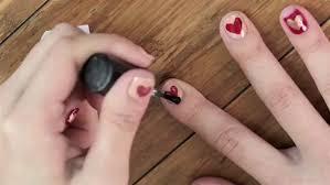必見!初心者でも簡単に出来る、セルフネイルでおしゃれな指先のサムネイル画像