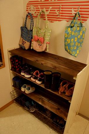 散らかった玄関さようなら!自分で作れる靴箱DIY作品をご紹介のサムネイル画像