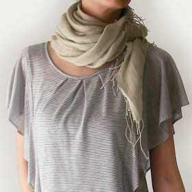 肌寒い日にスカーフが便利!女子力アップのスカーフの巻き方!のサムネイル画像
