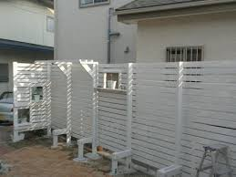 【必見!!】diyで作る目隠しフェンスがいろんな意味ですごすぎる!!のサムネイル画像