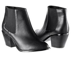 夏でも履けるおすすめのブーツ!夏のファッションの幅を広げてみようのサムネイル画像