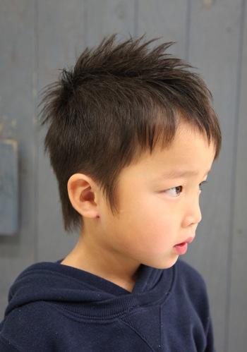 子供の前髪がのびてきた!実は簡単にセルフカットができちゃうんですのサムネイル画像