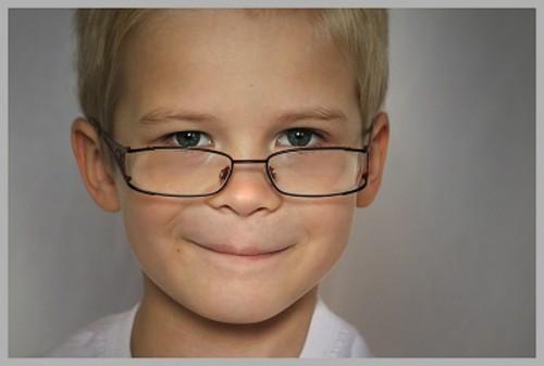 子供にはどんな眼鏡を選ぶといい?子供用眼鏡選びのポイントを紹介!のサムネイル画像