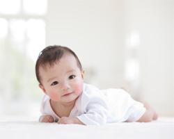 三ヶ月の赤ちゃんの授乳間隔や睡眠は?心や体の成長についてのサムネイル画像