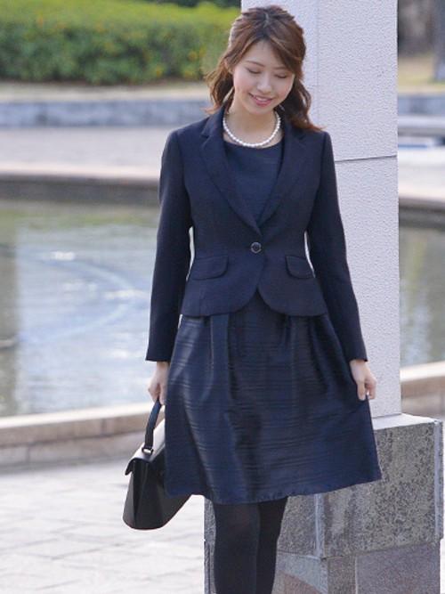 ママになったら・・・1枚は持っていたい清楚な紺色スーツ☆のサムネイル画像