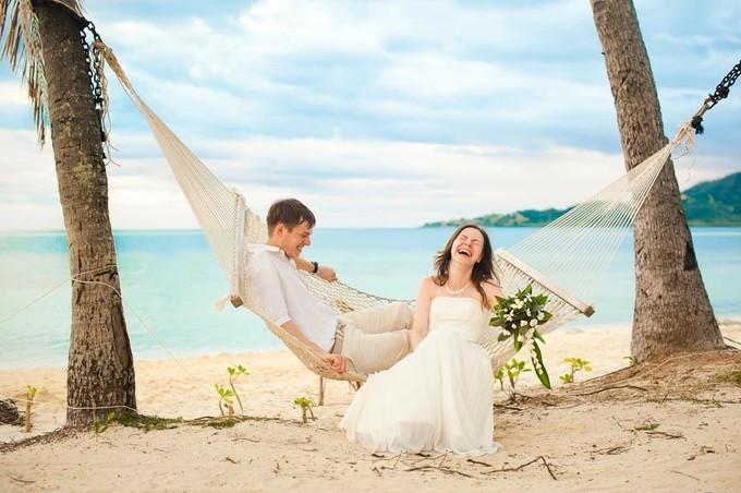 国内・海外それぞれの人気スポット、おすすめの新婚旅行をご紹介のサムネイル画像
