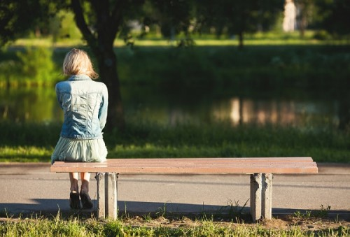 独身女性の老後は不安がいっぱい?未来に必要な準備についてのサムネイル画像