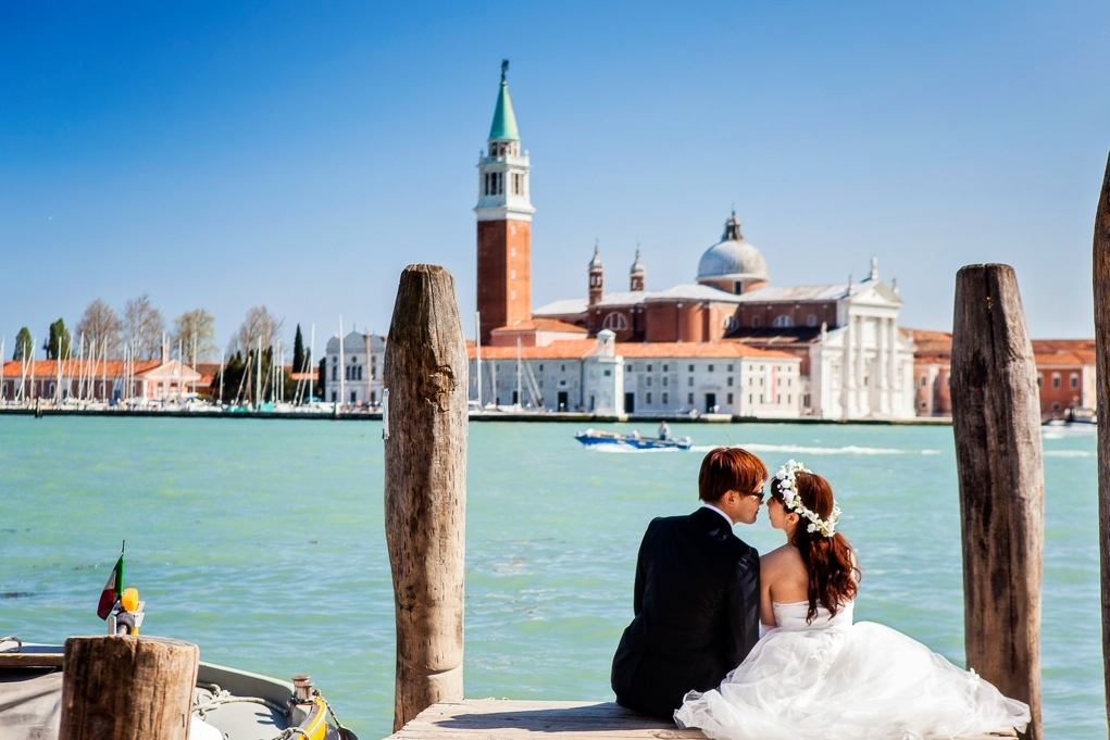大好きな憧れの国イタリアでロマンティックな結婚式をするには!のサムネイル画像