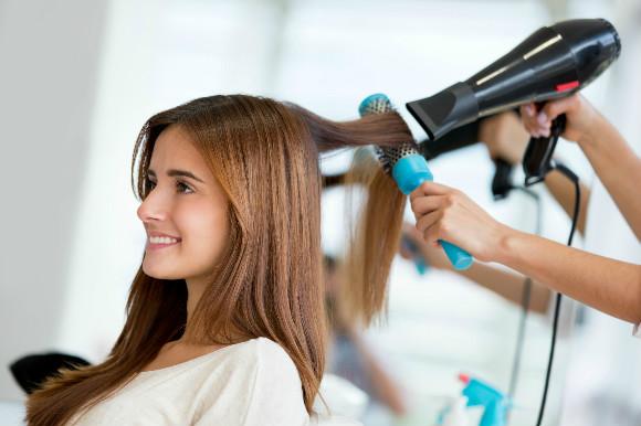 美容院へ行く楽しみは週刊誌を見ること 美容師と会話で付き合うことのサムネイル画像
